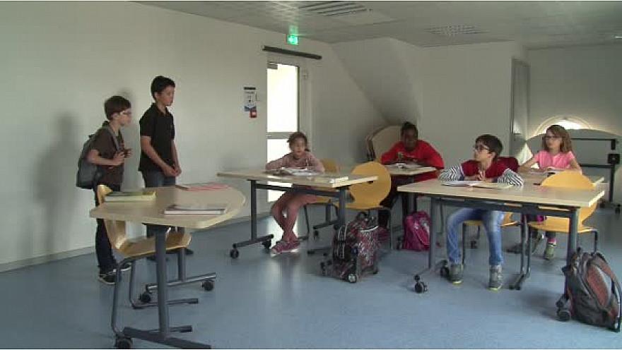 Des enfants du CLAS de l'Albatros de LIngolsheim présente ' Le nouveau'