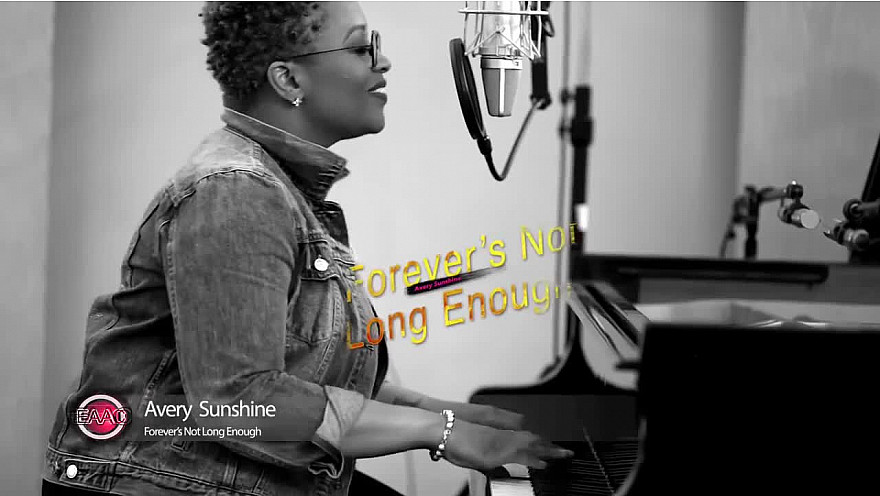'EN ACOUSTIQUE AVEC CEDRIC' :  Avery Sunshine  interview et Live 'Forever's Not Long Enough' @AverySunshine #EnAcoustiqueAvecCedric #Soul